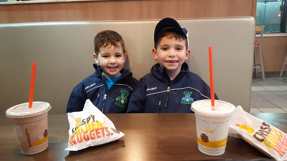 Henrik & Duncan Rutsch enjoy a post-practice meal.